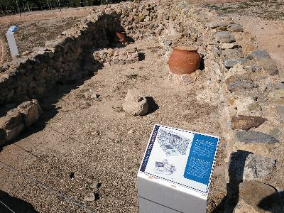 El Ayuntamiento de Lorca lleva a cabo la renovación de los paneles informativos del Parque Arqueológico de Los Cipreses