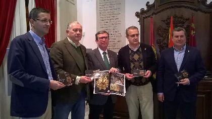 16.000 programas impresos con un diseño adaptado al cartel de este año reforzarán la información on line sobre actos y horarios de la Semana Santa de Lorca
