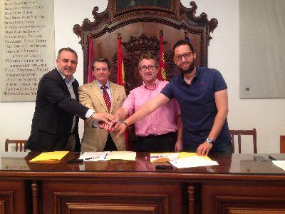 El Ayuntamiento emitirá en directo los plenos municipales gracias a la firma de un convenio con la CARM