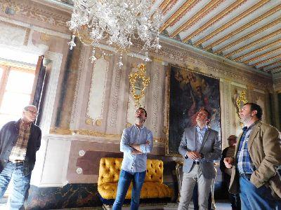 El Ayuntamiento suma a los avances en la recuperación del patrimonio mobiliario del Palacio de Guevara el inicio de las obras de restauración de su emblemática fachada escultórica