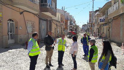 La mejora integral en las calles de Santa Quiteria, que supone una inversión de 837.921,95 € incluye la renovación de 238 acometidas domiciliarias, 4.631 m2 de aceras y 54 farolas Led