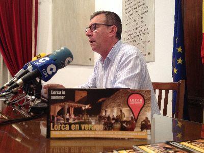 El Castillo de Lorca acoge dos festivales de música en junio, visitas al atardecer en julio y nocturnas en agosto, además de acoger un recital poético y concierto por la lluvia de estrellas