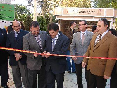 El Alcalde de Lorca y el Director General de Consumo inauguran en la Alameda de la Constitución la I Feria Outlet de Lorca, que ofrece hasta un 70% de descuento