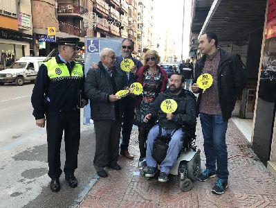 Ayuntamiento y ASDIFILOR conmemoran el Día Mundial de la Discapacidad con una campaña destinada a concienciar sobre la situación de personas con movilidad reducida
