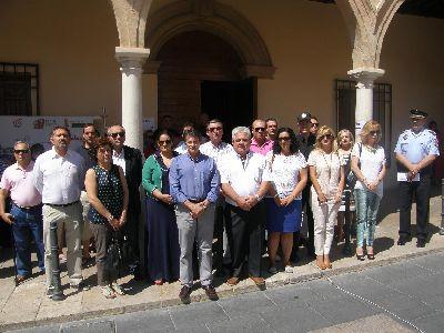 El Ayuntamiento de Lorca guarda un minuto de silencio en memoria de Miguel Ángel Blanco, edil de Ermua asesinado por ETA hace 17 años