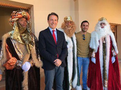 Los Reyes Magos llegan a Lorca cargados de ilusión para preparar la espectacular Cabalgata que recorrerá esta tarde las principales calles de la ciudad