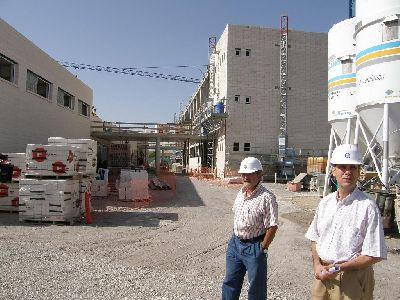 La construcción del edificio de Primaria del Colegio Ana Caicedo, que concluirá dos meses antes de lo previsto, ha dado trabajo a 60 personas hasta ahora