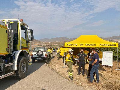 El alcalde destaca ''la buena coordinación'' de los servicios que trabajan en el incendio de la Sierra de La Almenara