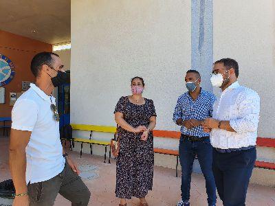 El alcalde de Lorca asiste al inicio de un nuevo curso escolar que recupera la presencialidad en las aulas