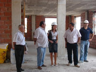 El nuevo centro cívico de Marchena, que podría estar finalizado para diciembre, acogerá una oficina de descentralización administrativa del Ayuntamiento
