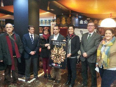 El Alcalde presenta el diseño ganador del III Concurso de Carteles de promoción turística de la Semana Santa de Lorca