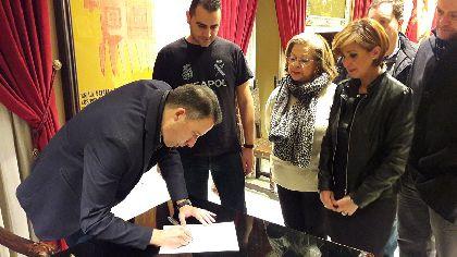 El Alcalde de Lorca y todos los concejales de su Ejecutivo Municipal respaldan la equiparación salarial solicitada por Policía Nacional y Guardia Civil y firman su ILP