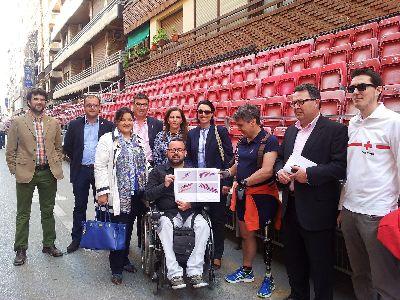 Ayuntamiento de Lorca y Cruz Roja ponen en marcha este año un nuevo servicio para ayudar a las personas con dificultades de movilidad a acceder a los palcos de Semana Santa