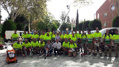 Lorca apuesta por potenciar sus zonas verdes con un 50% más de operarios para su mantenimiento y plantando más de 400 árboles, 10.000 arbustos y 150.000 flores de temporada