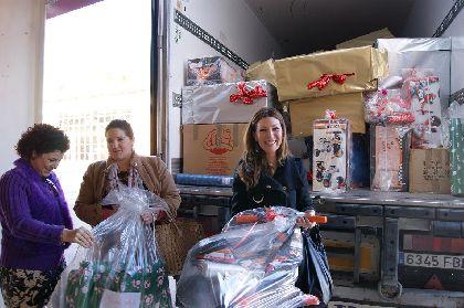 Los Reyes Magos repartirán en la Calbalgata de Lorca casi 8.000 regalos donados por empresas para el disfrute de los menores del municipio, y atraer familias de otras localidades