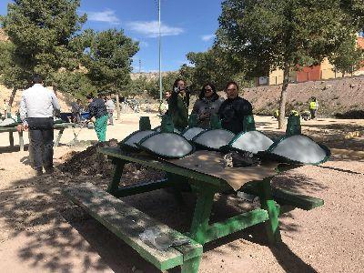 El Parque de Los Peñones, situado en el Barrio San Antonio, mejorará su vegetación, red de riego, alumbrado y mobiliario urbano gracias a una inversión municipal de 7.500 euros