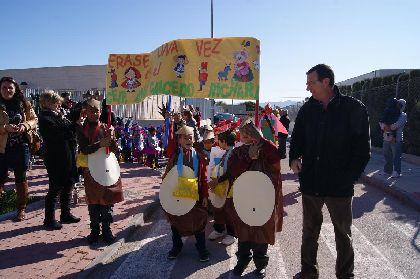Los alumnos del colegio ''Ana Caicedo'' celebran el II centenario de la primera publicación de los cuentos de los hermanos Grimm con un colorido ''Carnaval de Cuento''