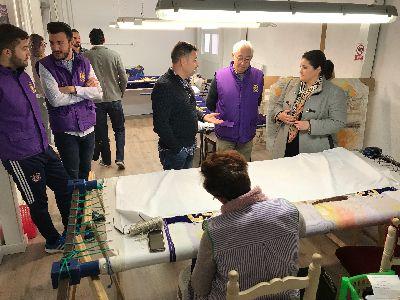 El Ayuntamiento, a través de los programas de empleo, mejora el Recinto Histórico del Calvario y el taller de bordados del Paso Morado