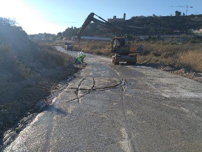 Varios desaprensivos dañan las obras de acondicionamiento del camino entre La Velica y la carretera del Pantano al invadirlo mientras el hormigón aún estaba fraguando