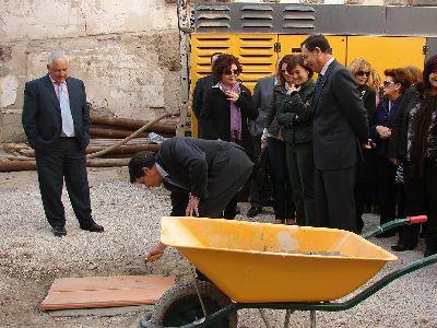 Bascuñana y Jódar ponen la primera piedra de las obras de construcción del nuevo Centro de Atención de la Mujer de Lorca
