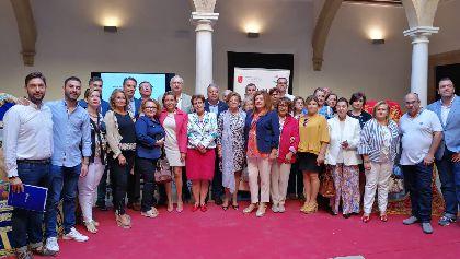 Fulgencio Gil: ''nuestras bordadoras han elevado la categoría de una tradición artesana hasta convertirla en arte, poniendo en cada puntada el orgullo de un pueblo''