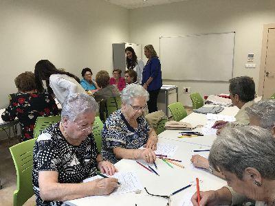 Ayuntamiento y Hospital Virgen del Alcázar desarrollan una batería de talleres de estimulación cognitiva en barrios y pedanías de la que se benefician 84 personas mayores