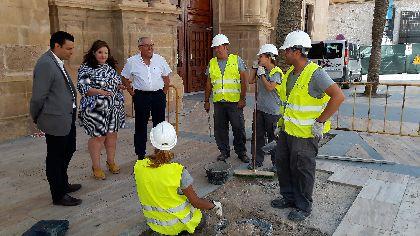 16 alumnos del Programa de Garantía Juvenil ''Entrebarrios'' arreglan el atrio de la iglesia de San Mateo y la plaza de la Calle Rincón de Bautista