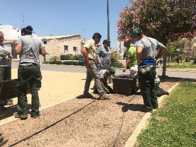 El Ayuntamiento renueva la jardinería del Parque de San José con la colocación de 19 maceteros con nuevas plantas, la mejora del sistema de riego y la poda de arbustos