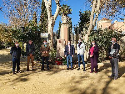 Imagen de El Ayuntamiento inaugura el monumento en homenaje a las personas fallecidas a causa del VIH