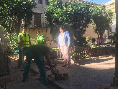 Los beneficiarios del Programa de Fomento de Empleo Agrario realizarán obras de mejora en los jardines y en la escultura de la Plaza de la Bordadora