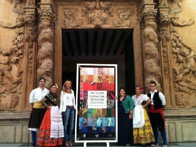200 personas de 6 grupos de Italia, Colombia, Angola y España apoyarán en el XXIV Festival de Folclore Ciudad de Lorca la candidatura del bordado lorquino como patrimonio de la humanidad
