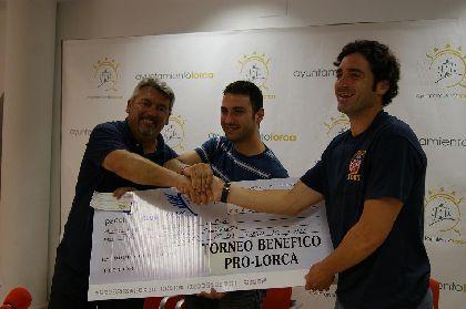 El Club Padelante y el �guilas Club de Padel entrega a la Mesa Solidaria 2.350 euros de un torneo ben�fico celebrado el pasado fin de semana a favor de los afectados por los terremotos