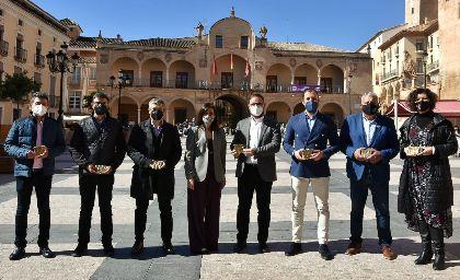 Lorca señaliza con placas de bronce sus siete espacios ligados a la cultura judía