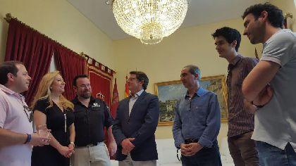 El Alcalde de Lorca recibe a los protagonistas del musical ''El libro de la Selva. La aventura de Mowgli'' tras ganar el galardón a Mejor Musical Infantil en los IX Premios del Teatro Musical