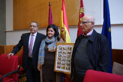 La Asociación Cultural Musá Ben Nusayr, de Abanilla, entrega al municipio una ayuda solidaria de 4.000 euros