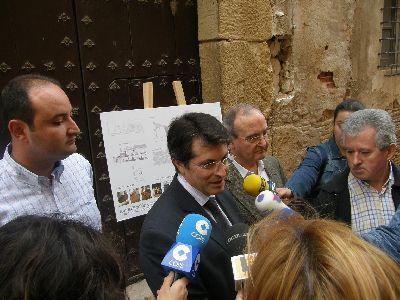 Ayuntamiento y Comunidad Autónoma invertirán casi 68.000 euros para mejorar la fachada y el atrio de la Iglesia de Santiago