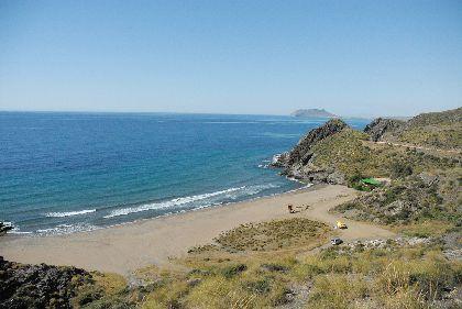 La Cala de Calnegre reedita la Bandera Azul que otorga la Fundación para la Educación Ambiental consolidando la excelencia de las playas de Lorca