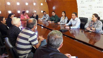 El Alcalde ofrece a la nueva asociación de vecinos de San Pedro un local de 210 m2 en Marmolico y utilizar la iglesia una vez concluyan las obras de recuperación en ejecución
