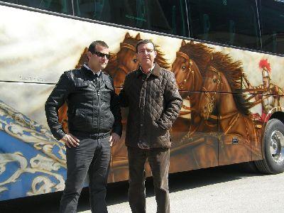 El concejal de Turismo destaca la promoción de la ciudad que realiza Autocares Muñoz, que cuenta con 4 vehículos rotulados con imágenes de la ciudad