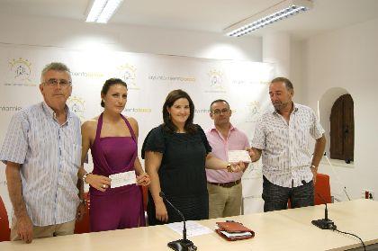 La Federación Española de Agrupaciones de Folclore entrega una ayuda solidaria al Ayuntamiento de Lorca