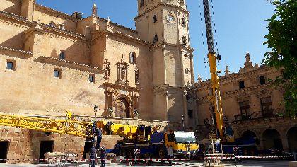 La reposición de los pináculos en la torre de San Patricio, derribados por el terremoto de 2011, culmina los trabajos para recuperar la ornamentación exterior de la Colegia