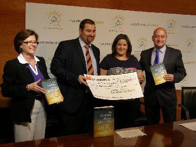 La Concejal de Cultura recibe una ayuda económica de 6.267 euros para la Mesa Solidaria por parte del Club Social de Empleados de Cajamurcia