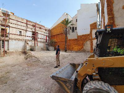 El Ayuntamiento de Lorca inicia una orden de ejecución para la limpieza de un solar en la Calle Álamo
