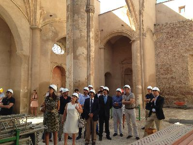 Los andamios cubren ya la torre de la Iglesia de Santa María para la rehabilitación integral del templo, cuya actuación financia el Gobierno central