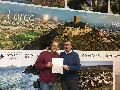 La Concejalía de Turismo hace entrega de un cheque a la protectora de animales ''Faunasol'' con la recaudación de las actividades que se realizaron por San Antón en el Castillo