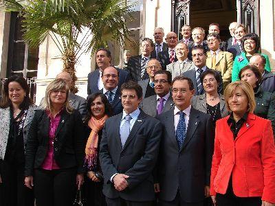 Bascuñana y Jódar firman en el Huerto Ruano un acuerdo marco con los alcaldes de la Región para prevenir y actuar contra la violencia de género
