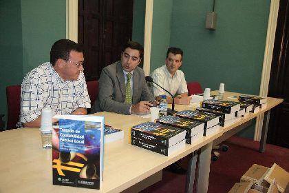 El Huerto Ruano acoge la presentación del libro ?Tratado de Contabilidad Pública Local?, obra de un funcionario municipal de Lorca y un profesor de la UMU