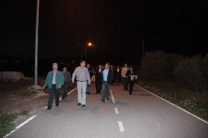 El Alcalde de Lorca enciende 50 nuevos puntos de alumbrado público en los caminos Azagahor y Cabalgadores, de La Torrecilla