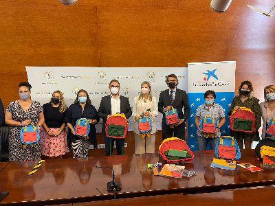 Alumnos en situación de vulnerabilidad reciben material escolar gracias a Fundación ''la Caixa'' y CaixaBank