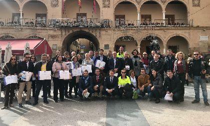 El Alcalde entrega el distintivo de calidad turística en destino a establecimientos hosteleros y a los albergues municipales de Calnegre, Casa Iglesias y Coy